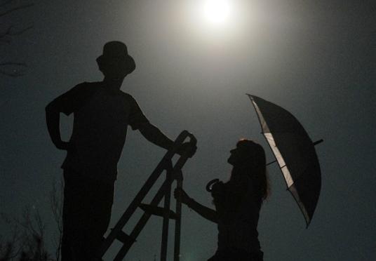 Sesión de fotos nocturnas, jugando con la luna.
