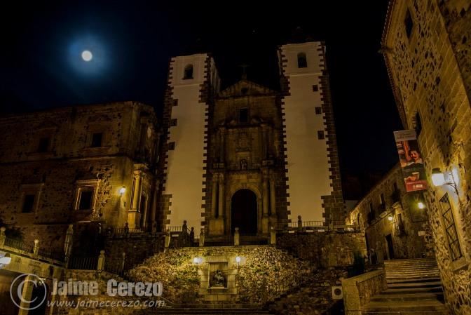 Pasando la noche por el casco antiguo de Cáceres