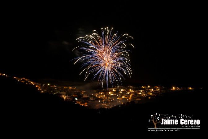 Fuegos artificiales en Cañamero