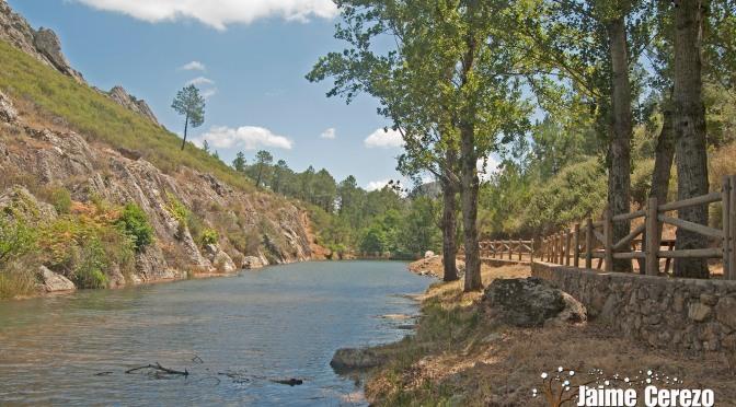 """Piscina natural y zona recreativa en el Río Ruecas """"La Nutria"""" (Cañamero)"""