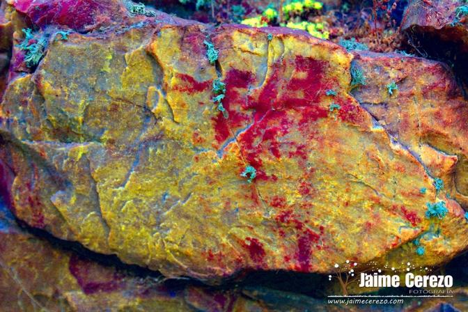 Panel inédito con pinturas rupestres en Navezuelas