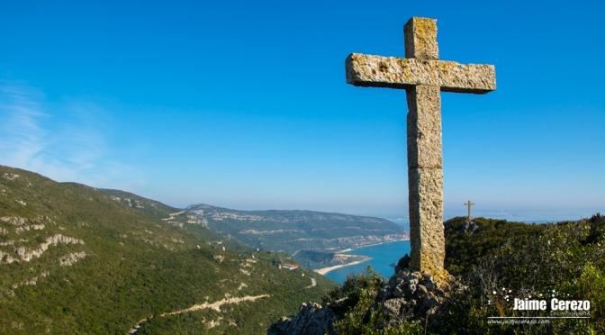 Las tres cruces de Monte Abraão (Parque Natural de Arrábida)